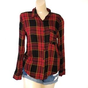 CHARLOTTE RUSSE PLAID BUTTON DOWN TOO